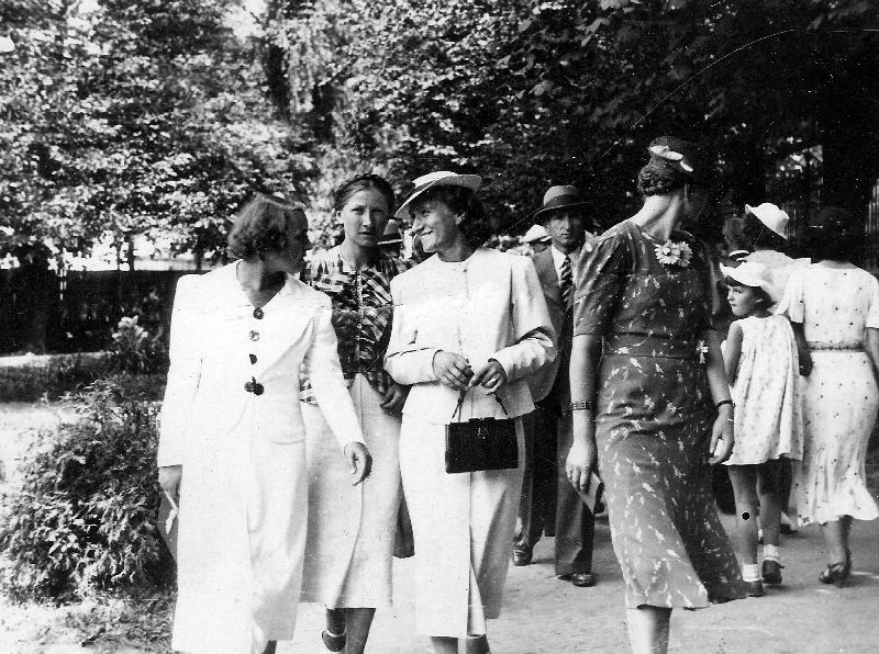 Na radomszczańskim deptaku – 1937r.