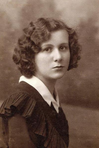 Janina Dawid (później z męża Sztymela) - ur. 1912, zm. 2004 - córka Ludwika Dawida i Władysławy z Klembowskich. Zdjęcie z 1931 r. Fotografia z kolekcji J. Kaszyńskiego.