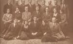 Kasa Chorych - 1932 r. Od prawej w pierwszym rzędzie: Lucjan Urbański(1901-1943), Kazimiera Dawid (1910-1989) - później z męża Kaszyńska, czwarta z prawej Eugenia Daszkowska. W drugim rzędzie trzeci z lewej doktor Stanisław Borkowski. Fotografia z kolekcji J. Kaszyńskiego.