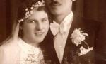 Zdjęcie ślubne Janiny Marczyk (1913-1973) i Józefa Nowakowskiego (1908-1972). Zdjęcie z 1937 r. Fotografia z kolekcji H. Nowakowskiej.