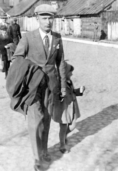 Tadeusz Dawid (1913-1995) - syn Edwarda i Walerii z Łęskich - znany w Radomsku felczer. Zdjęcie z ok. 1938 r. Fotografia z kolekcji J. Kaszyńskiego.
