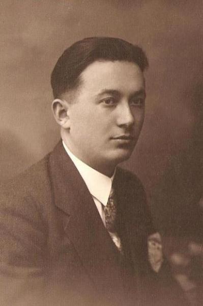Henryk Dawid (1904-1953) syn Edwarda (1876-1919). Był długoletnim prezesem i dyrygentem Towarzystwa Śpiewaczego im. St. Moniuszki. Fotografia z kolekcji J. Kaszyńskiego.