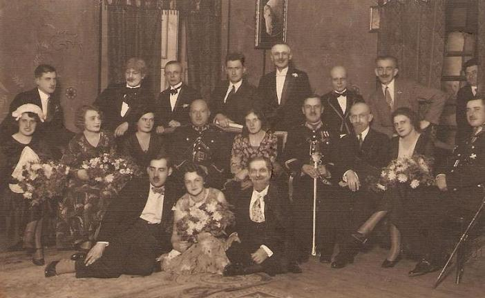 Amatorskie przedstawienie teatralne - ok.1932 r. Siedzi pierwsza z lewej Kazimiera Dawid (1910-1989) - później z męża Kaszyńska. Fotografia z kolekcji J. Kaszyńskiego.